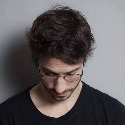Frederico Klumb nasceu em 1990, no Rio de Janeiro. É poeta e roteirista de cinema. Gosta de múltiplos de 7 e de café.